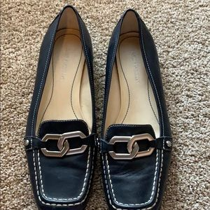 Enzo navy flats with silver link detail